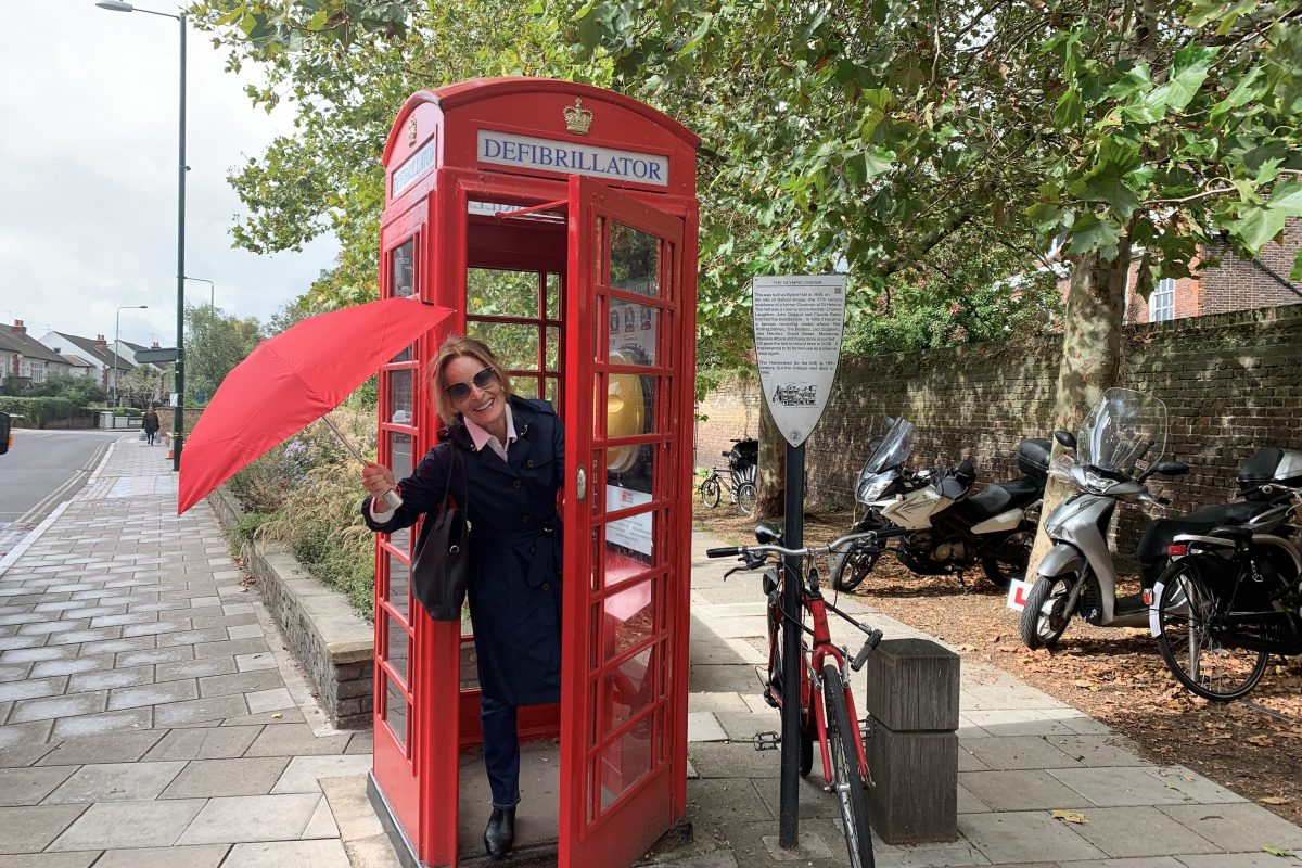 Lady Thérèse in a red phone booth come defibrillator in London.